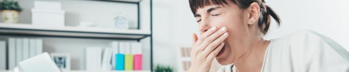 Kvinde oplever bivirkningerne af sovepiller